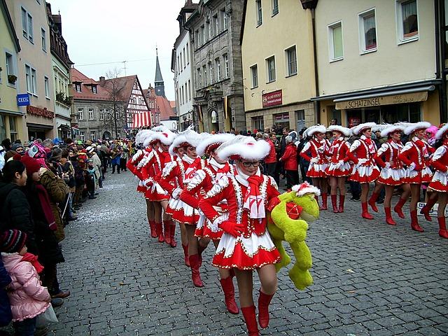 Die Rosenmontagsumzüge haben vor allem in den Karnevalshochburgen eine lange Tradition