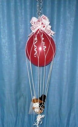 Deko-Set: Heißluftballon inkl. 2 Ballons, Netz und Gondel, Gesamtlänge 20 cm - 4