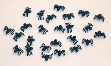 Spinne: Tischdeko mit Spinnen, ca. 2 cm, 25 Stück - 1